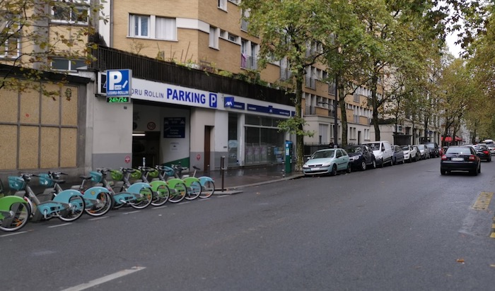 Entrée du parking 121 avenue Ledru-Rollin